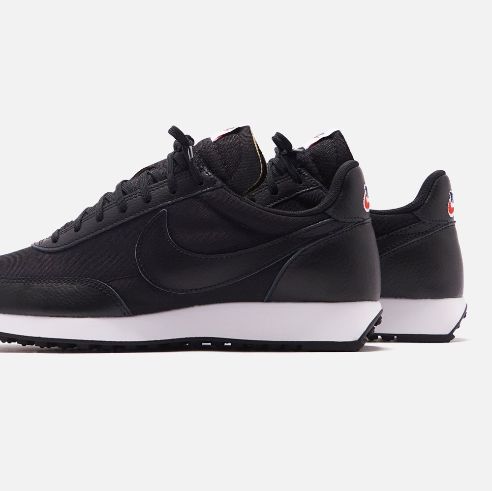 """40% OFF + free shipping on the Nike Air Tailwind '79 Leather """"Black"""" -> https://bit.ly/2WSUmoq  SOLD OUT earlier via UOpic.twitter.com/Rx4FxnzPrT"""