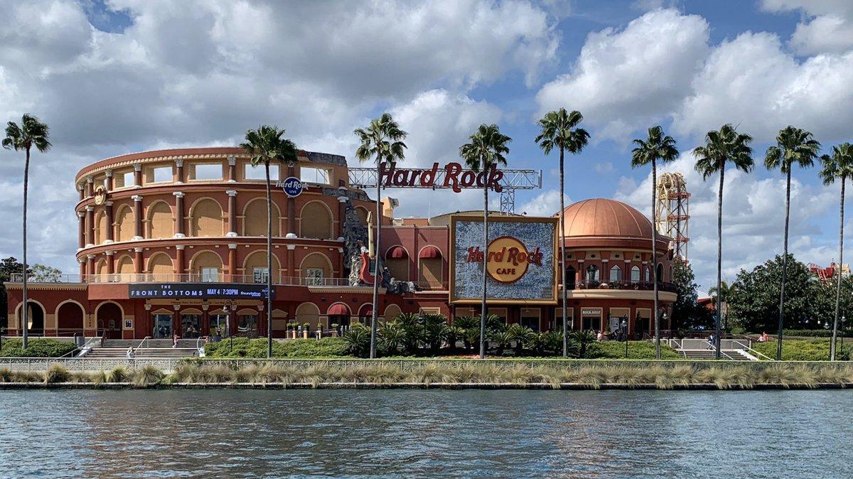 オーランド店は引いて撮ると円形競技場の如し折角なので、ユニバーサルスタジオの地球儀蔵出しオーランド→ハリウッド→シンガポール#HardRockCafe #UniversalCityWalk #フロリダ州 #オーランド #旅行好きな人と繋がりたい pic.twitter.com/EojU2fM59n – at Universal Studios Florida