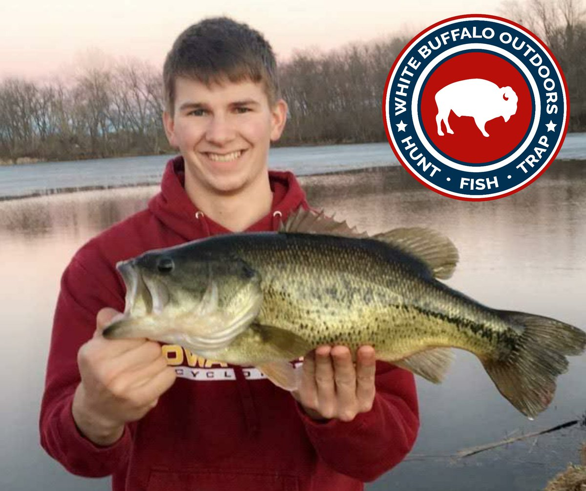 Jared from the Iowa State University fishing club with a huge bass!  Congratulations Jared and thank you for sharing!  #iowa #bassfishing #outdoorspic.twitter.com/TMUS1KZ13V