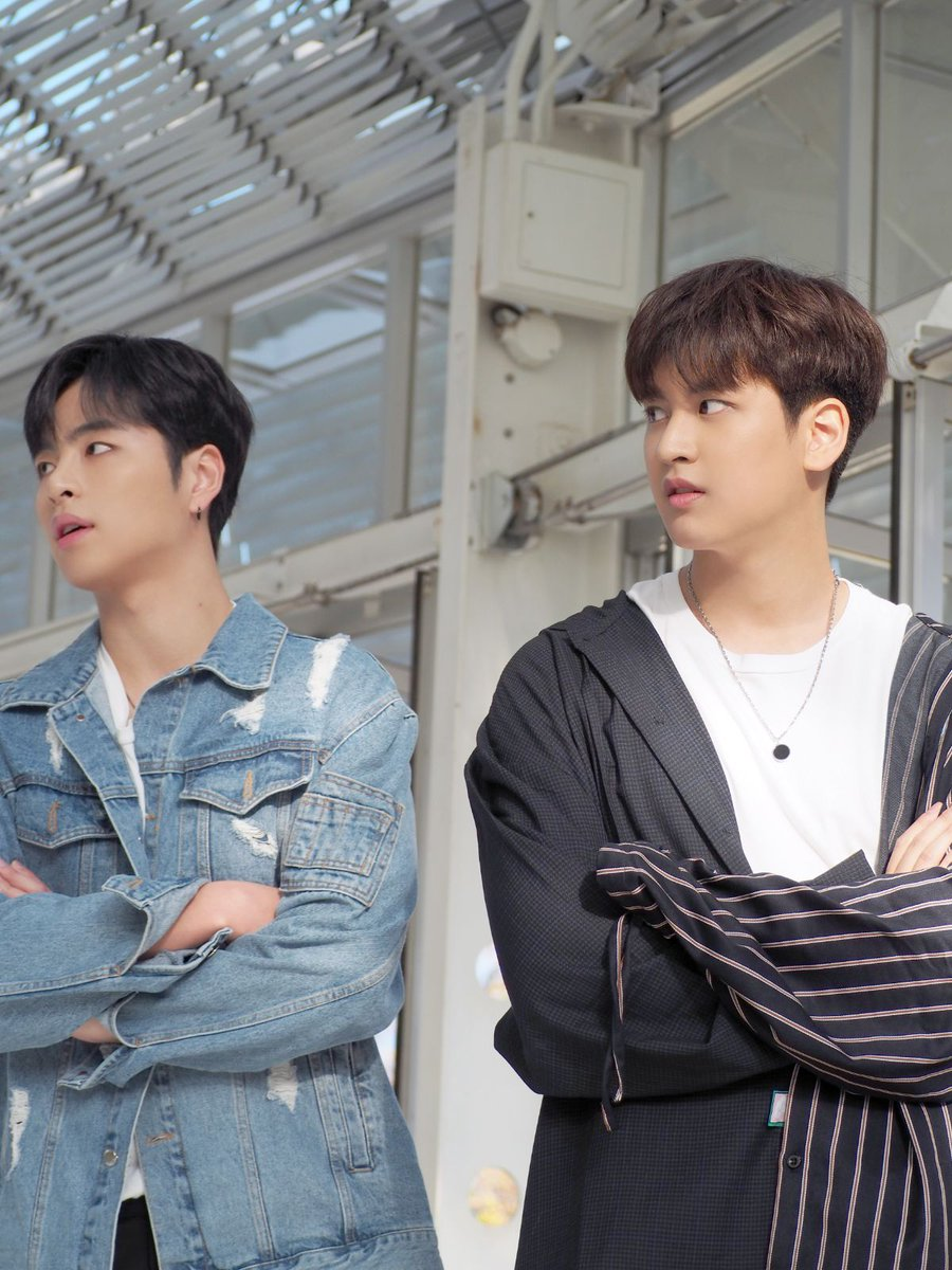 A rare JunChan moment  『iKON FAN MEETING 2019 BEHIND  https://www. excite.co.jp/news/article-a mp/E1585448151087/?__twitter_impression=true   … <br>http://pic.twitter.com/JeQP3nb9WM