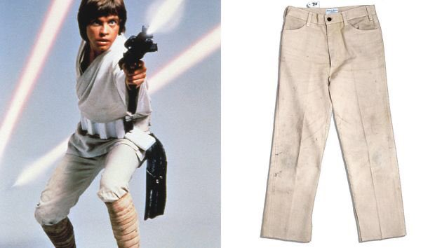 Fun Fact: #MarkHamill's pants in #ANewHope were just bleached Levi's jeans with the back pockets removed.   #StarWars pic.twitter.com/RyV52swRNT
