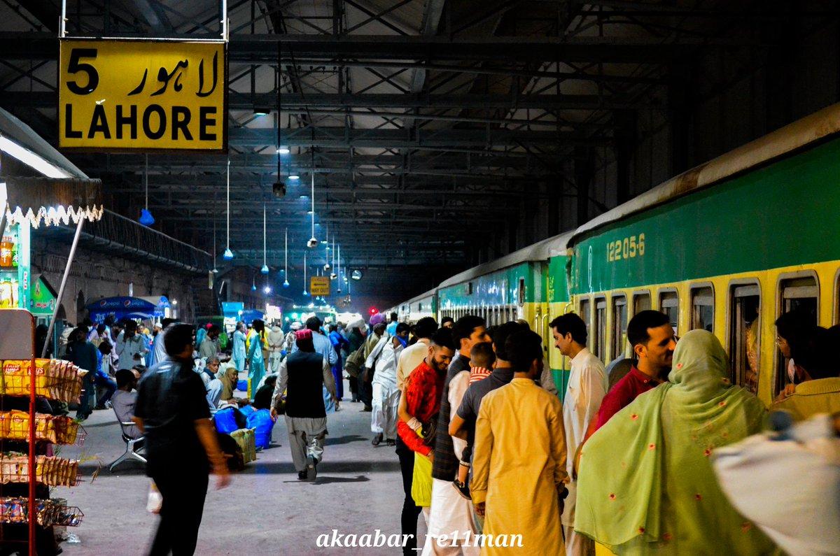 Lahore railway station #lockdownpakistan #lockdown #pakistanrailway #clickoftheday #StayHome #SaveLives #lahore #walledcityoflahore #Pakistanpic.twitter.com/ZUS979ncik