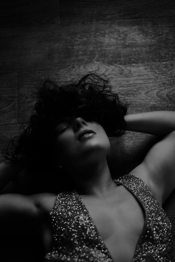 Sparkled Dreams...  Shot by the Fab Photographer @paulshootsportraits model #modellife #boudoir #portrait #boudoirphotography #portraitphotography #boudoirinspiration #portraitmood #boudoirshoot #portrait_perfection #photographylovers #bnwlovers #bnw #boudoirphotographer pic.twitter.com/OyqSOxR1Ch