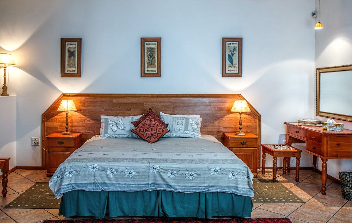 #interiordesign #interiors #bedroominterior #bedroomideas #interiordecorating #interiordesigner #painting #furniture #decor  #bedroomdesign #bedroom #netflixandchill #socialdistancingpic.twitter.com/ulITk6WOeI