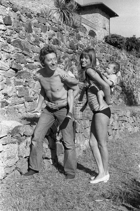 's Media: A sunny Gainsbourg-Birkin family snapshot to brighten up your Sunday ❤️ --> https://t.co/LHDLlLF