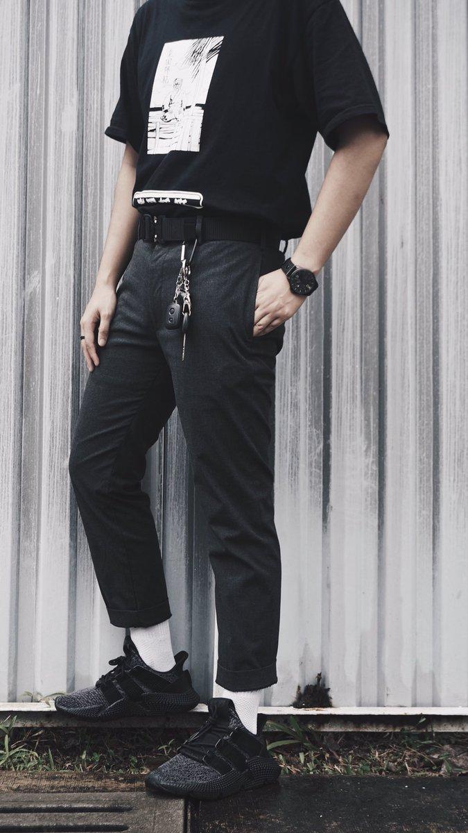 Back when E Boy aesthetic wasn't even a thing  - Thrifted tshirt jumpa kat bundle Ampang - Tactical Belt - Kunci Kereta aku  - Uniqlo Crop Pants - Adidas Prophere pic.twitter.com/ue3py7jvec