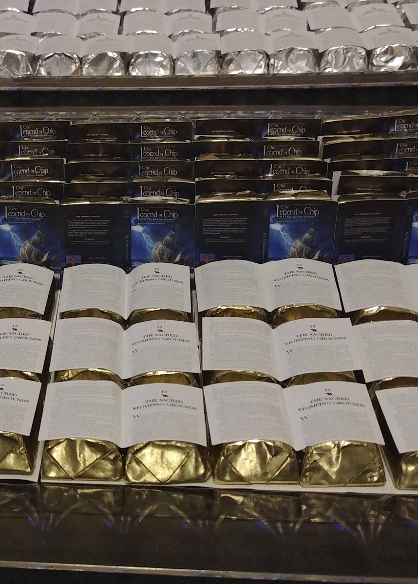 All my wonderful book candies going to waste! Feeling #QuarentineLife #booklovers #WritingCommunity #writerslifepic.twitter.com/xelzdznZtU