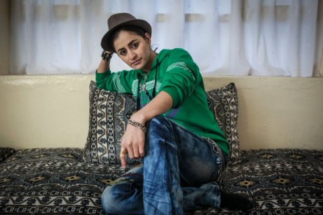 Susan Feroz, Afghanistan's first known female rapper, who discusses issues like women rights and how Afghan refugees were treated in Iran #womensart<br>http://pic.twitter.com/erETzvq2ZN