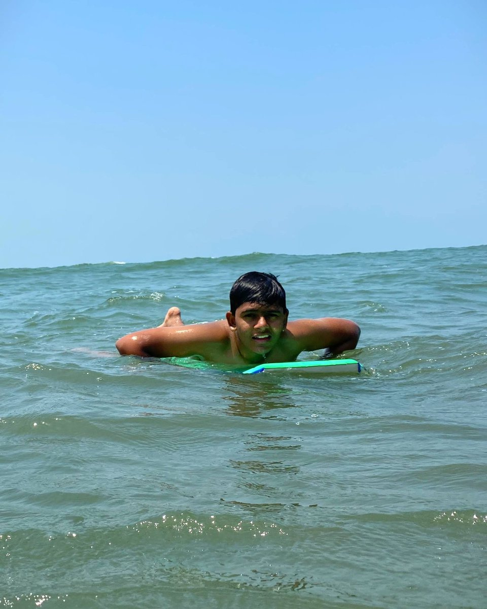 🏄Surfing between the waves.....🌊🤟 . Had a great fun...🎉🎊 #goadiaries . #surfing #goa #beach #peace #india #sweet #mood #tattoo #sunset #outfit #party #fit #style #adventure #work #life #smile #cute #landscape #boy #indianvlogger  #photo #lol #swag #blogger #awesome