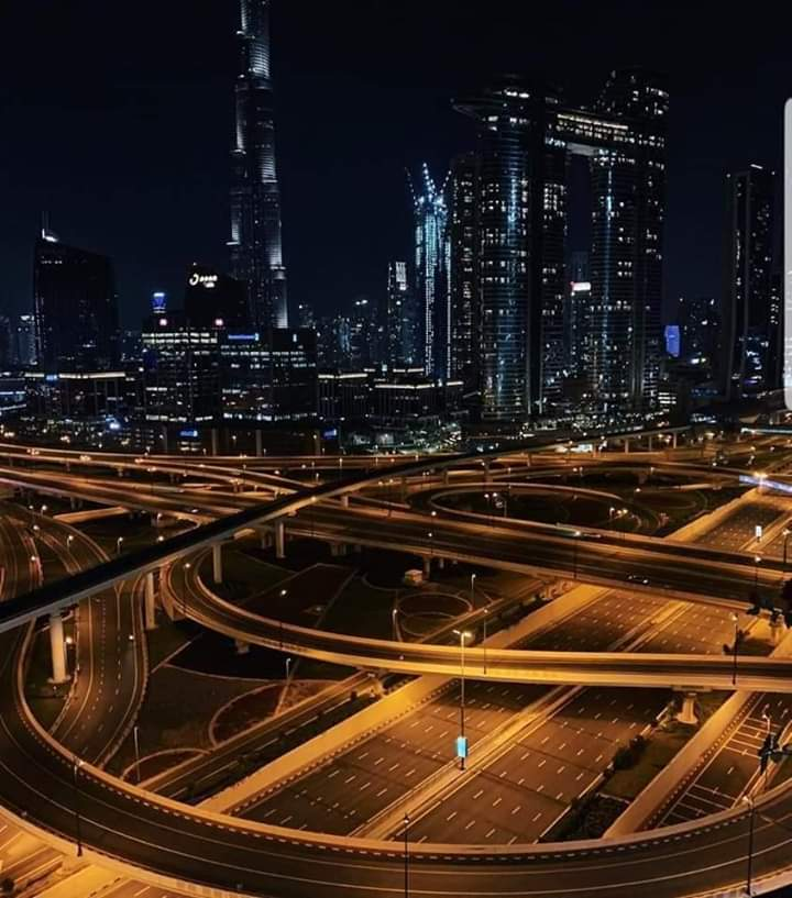 #Dubai No police, No Military, No Media just an order, this is Dubai for you! #StayHomepic.twitter.com/h6kxqVIMBy