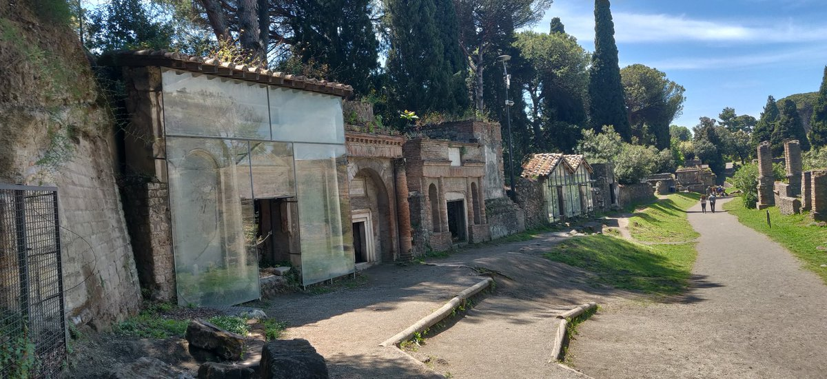 #artyouready #emptymuseum @pompeii_sites @DariusAryaDigs #pompeii  From last May. So few people were there, plus free admission... Memories I will always treasurepic.twitter.com/CK08WUMWrI