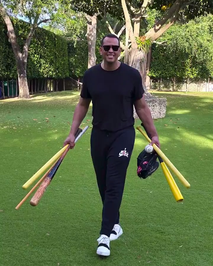 A-Rod really runs practice in his backyard and I love it 😂