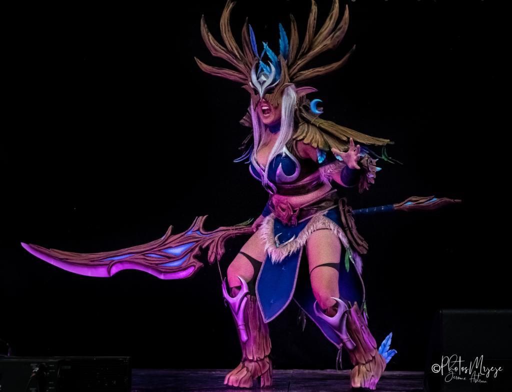 « Ma force est à votre service. »  Cosplay de druide elfe de la nuit par LRCosplay-Art' Effect (https://www.facebook.com/ArtEffectWorkshop/…) Photos de LR Cosplay and PhotosMrjeje (https://www.facebook.com/PhotosMrjeje/)  #CosplaySunday