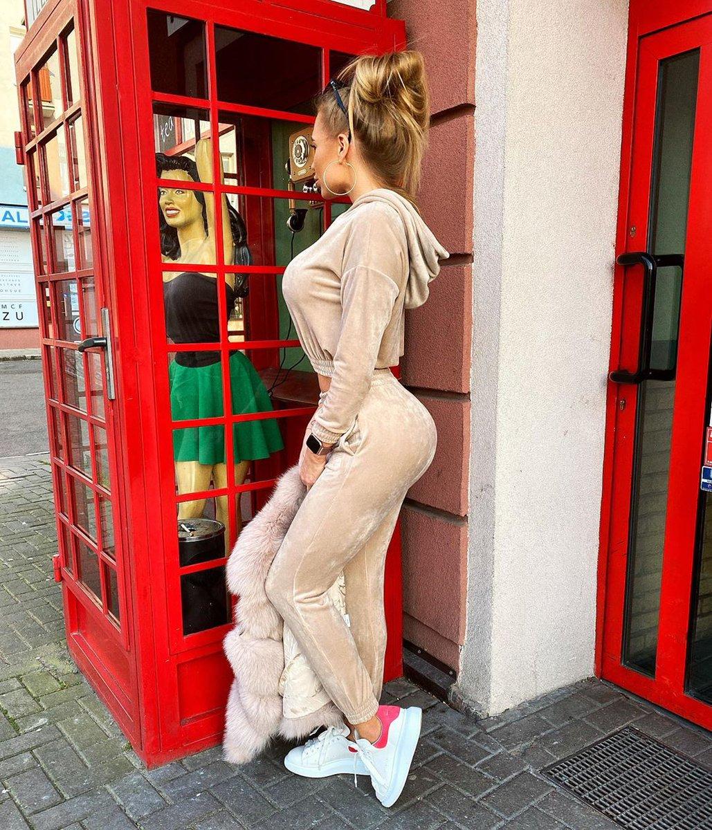 Hey girl  what are you doing there?  track suit #boholife_boholife  #welurowelove#dres#dreszweluru#beige#lookoftheday#stylizacja#fashionblogger#fashionlover#sweetoutfit pic.twitter.com/HUQDqQ7oVK