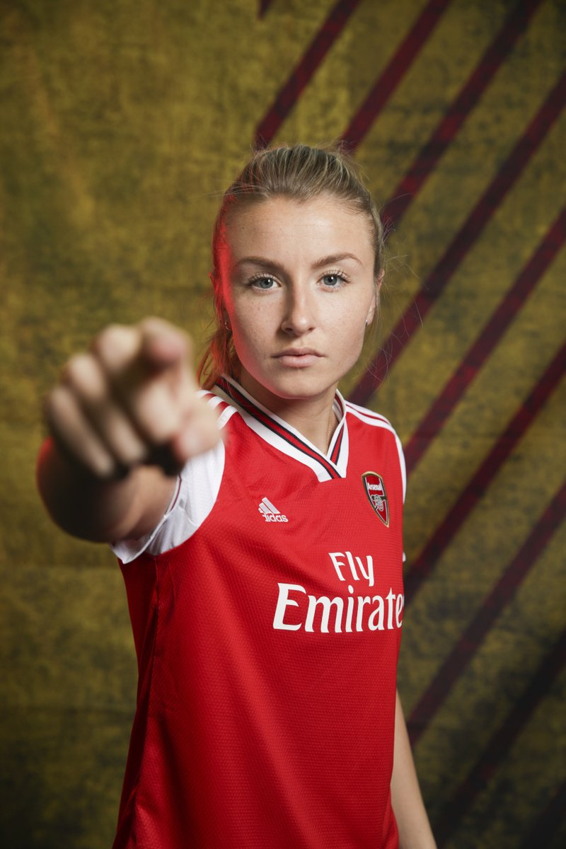 Happy birthday to @ArsenalWFC defender @leahcwilliamson🎁 🎉🎉🎉🎉