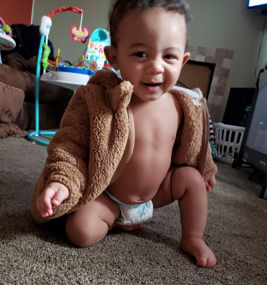 @chrissyteigen @johnlegend my mother pointed out to me that my son looks like John. What do you think?!pic.twitter.com/o5bjzHVs2Y