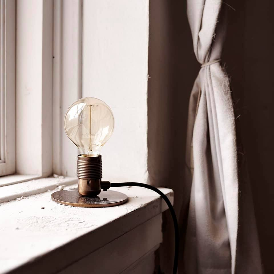 l i g h t i n s p i r a t i o n | Favourite, simple bedside lamp by Frama. Available in old bronze, messing, white and black. In online store now. Shop here: https://bit.ly/3dExor2   __ #bymolle #naturalhome #slowliving #framaph #theartofslowliving pic.twitter.com/431bHJ0Q4t