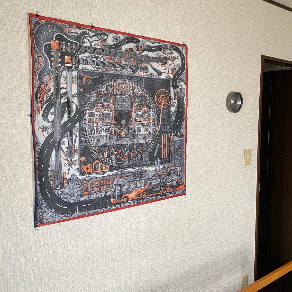 昨年末のカレ・クラブで貰って帰ってきたエリアスの図案シートを寝室の壁に貼ってみた。ナイス!   #テキスタイル #デザインpic.twitter.com/v3MEgHBs6t