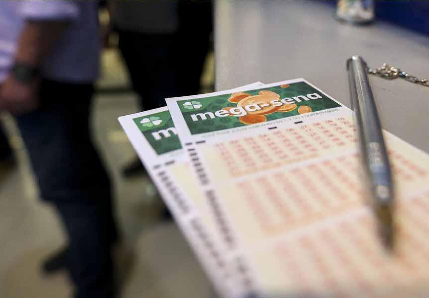 São as seguintes as dezenas sorteadas: 01 – 42 – 44 – 47 – 48 - 53  Nenhuma aposta acertou as seis dezenas do concurso 2.247 da Mega-Sena e a estimativa do prêmio para o próximo sorteio é R$ 4,8 milhões.  #LoteriasCaixa  #MegaSena   http://aprovinciadopara.com.br/ninguem-acertou-as-seis-dezenas-do-concurso-2-247-da-mega-sena/  …