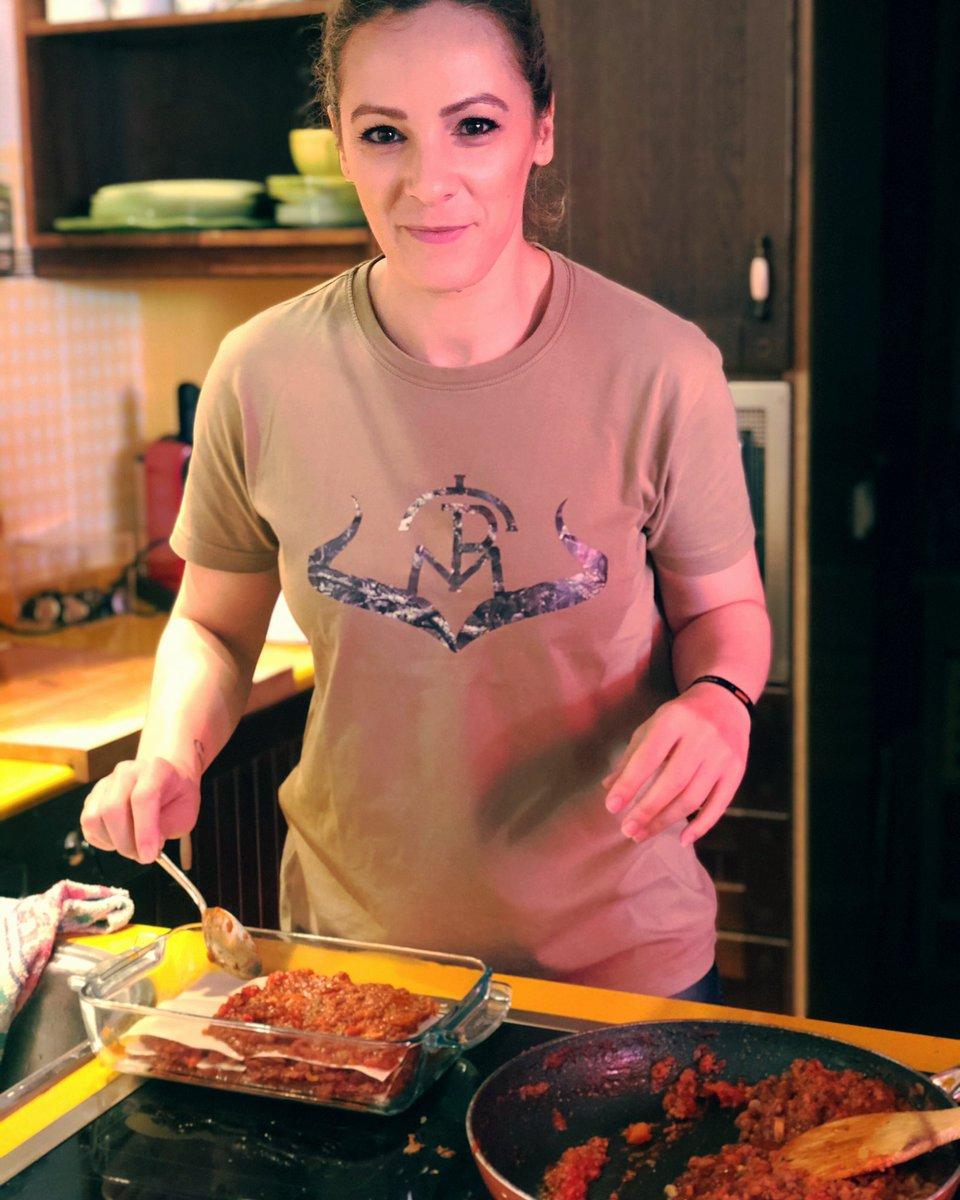 Hoy cocinamos para esta semana...  Espero que os guste!  #comoloquecazo #carnesilvestre #rececho #caza #hunter #bowhunter #womanhunter #mujercazadora #chasseresse #caccia #jakt #jagdpic.twitter.com/KFgnGYv12p