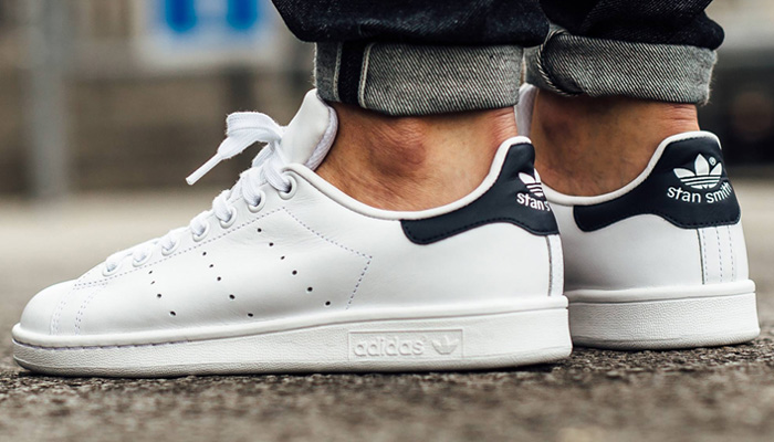 👌 30% OFF for the white/navy adidas Stan Smith ends late TONIGHT! Nice sizes are available for $56 + FREE shipping. BUY HERE -> bit.ly/2UeutOn (promotion - use code MARCH30 at checkout)