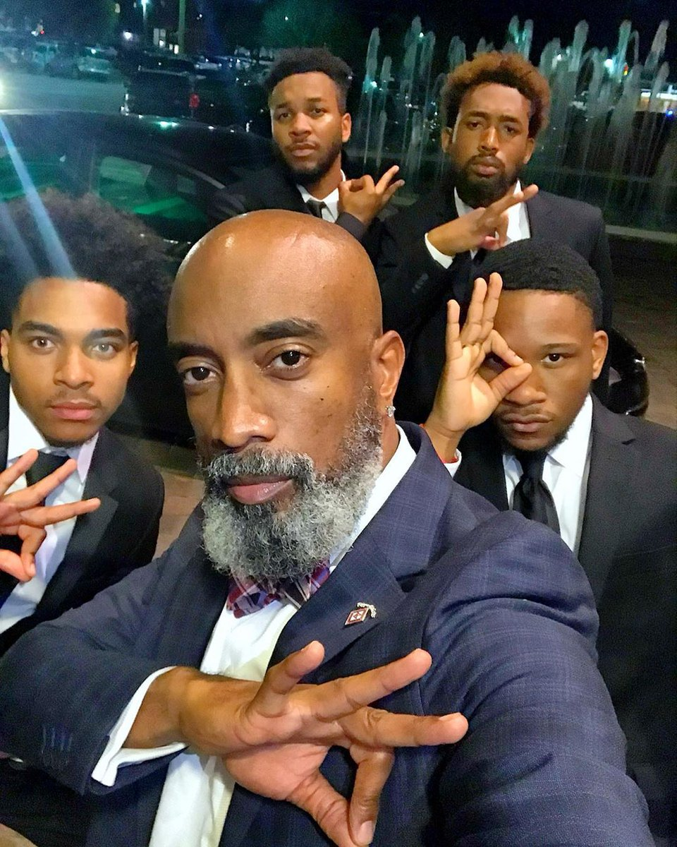 #SundayFunday Celebrating family, fun, and Community w/ Winston Warrior⠀ Email social@BlackBeardBrigade.com to be featured #blackmenwithbeards #BlackBeardBrigade #BeardGang #BeardedMen #BeardedKings #BeardBrigade #BeardedGentlemen #BeSpokeBeards #MensGrooming #nupes #nupe #kapsipic.twitter.com/JOup0CAXQF