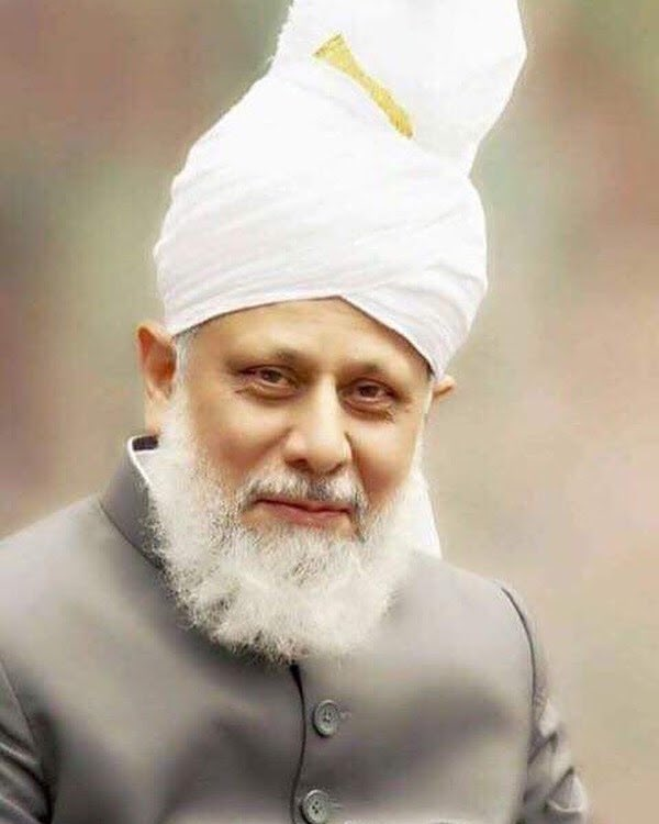 """""""The reality is that until a person attains inner peace, their material comforts are worthless. Simply put - the one thing that money can't buy is inner peace."""" World Head of the #Ahmadiyya Muslim Community, Hadhrat Mirza Masroor Ahmad(aba). 28th of September 2019 https://t.co/aCimuShi0q"""