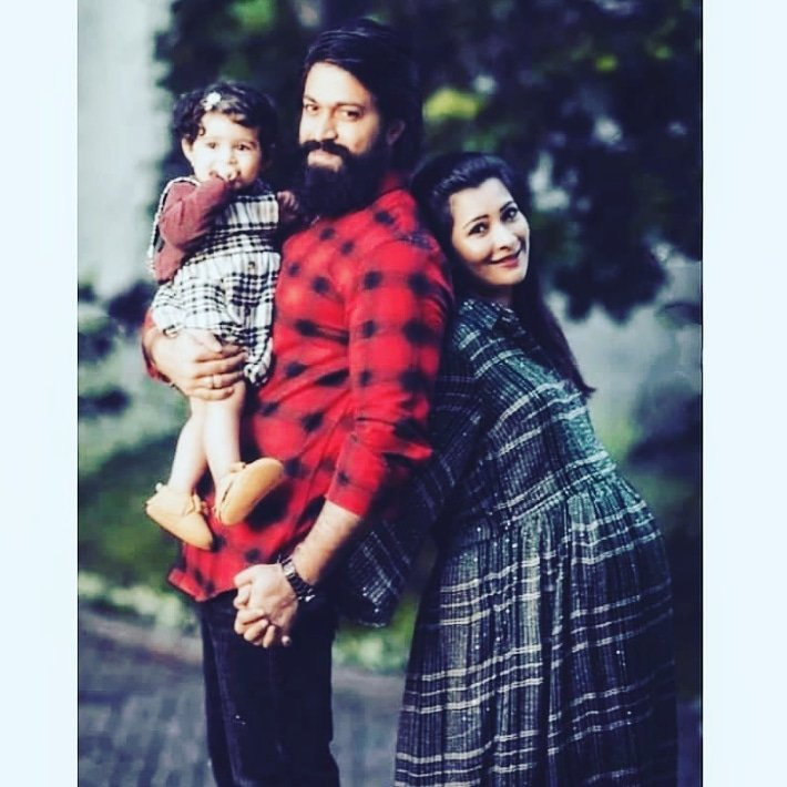 Rocking couple 😍  Follow:-@Sandalwood951  #pailwaan #kichasudeep #pehlwaan #kichchasudeep #sudeep #puneethrajkumar #vinayrajkumar #kichasudeep #Kurukshethra #DrRajkumar #kgf #kgfchapter2 #radhikapandit #nimmarp #yash #yuvarathna #rockingstaryash #KGFChapter1