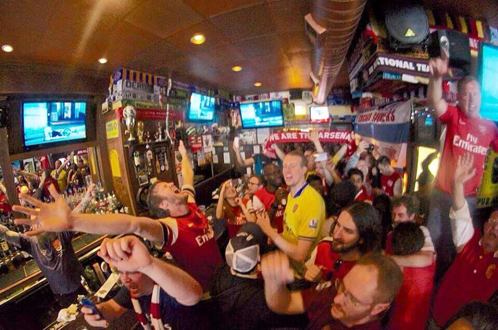 Such a great pic of ⁦@ChicagoGooners⁩ celebrating the 2014 FA Cup win at The Globe. Bringing it back today.