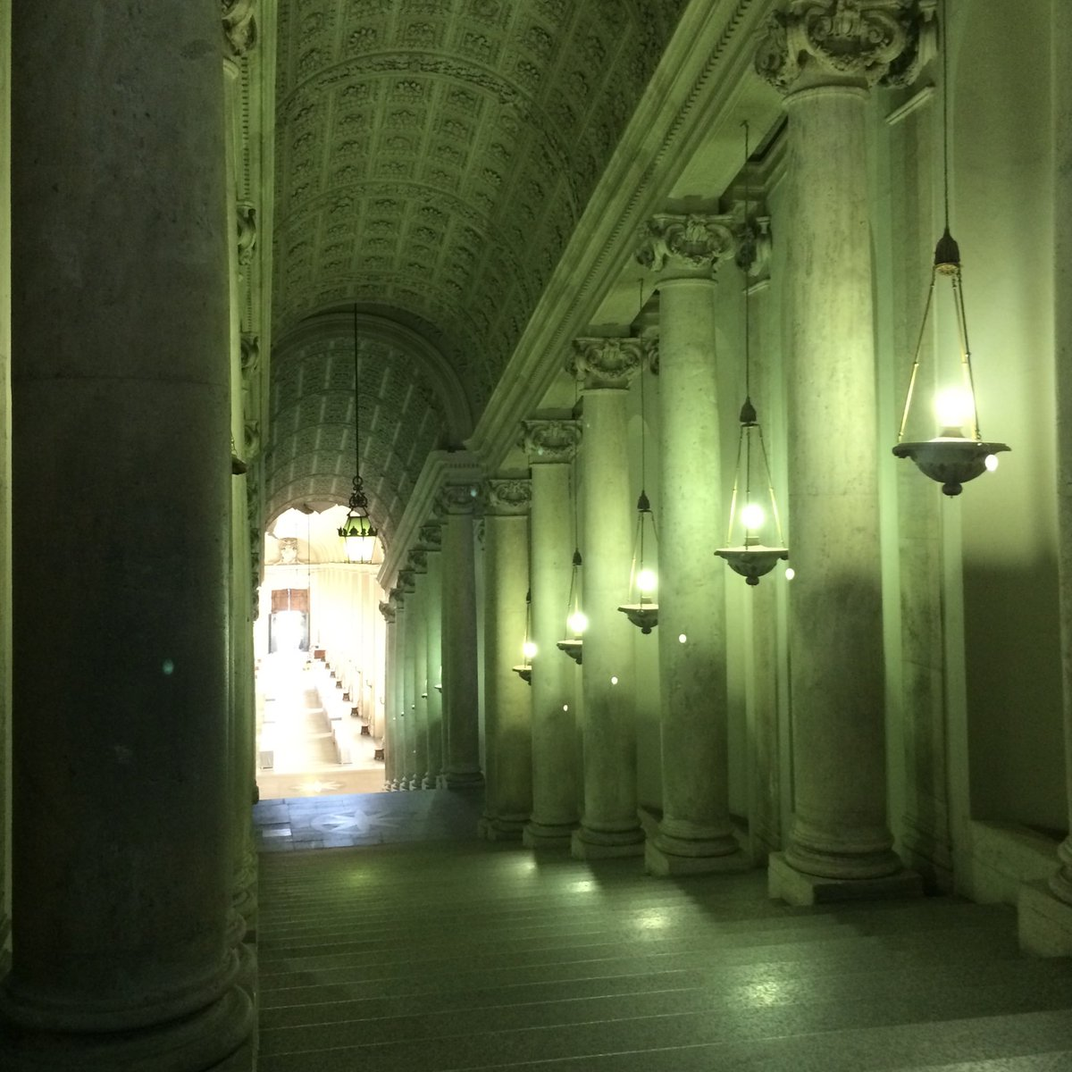 Empty Vatican Museum in ghostly green light. #artyouready #emptymuseum #romepic.twitter.com/7kWOs0neod