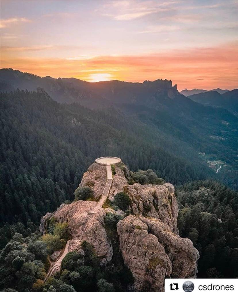 Una vez en la cima de Peña del Cuervo, es momento de sacar imágenes para tus redes sociales.
