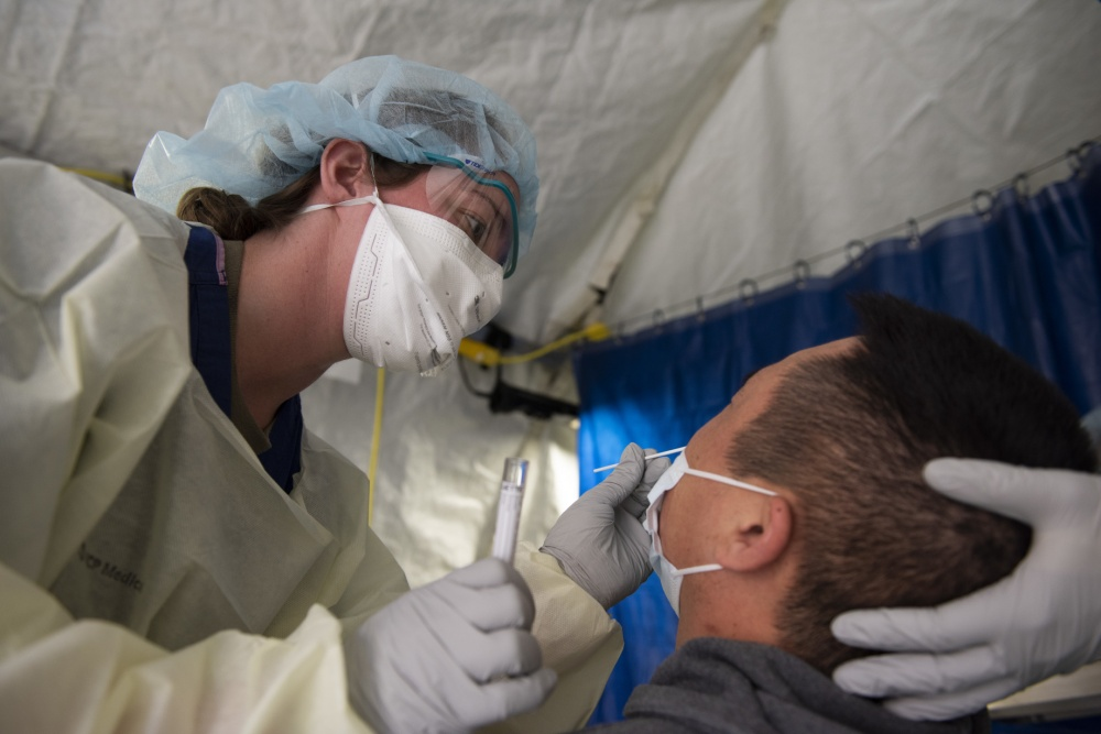 In an effort to minimize the spread of #COVID19, David Grand USAF Medical Center personnel at Travis Air Force Base set up a screening site outside the hospital to screen Travis AFB personnel showing symptoms of COVID-19. #AcrossTheMHS #Coronavirus<br>http://pic.twitter.com/6XA0WDZ8vv