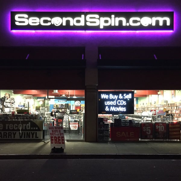 Here's an exterior shot of our store in Costa Mesa, CA. Showing off that signature purple glow 💜 https://t.co/MEEAmIZZDm