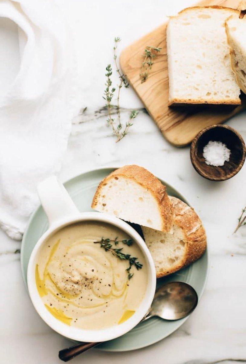 It's raining, it's pouring but this creamy hummus is amazing  :  : #bienmanger #recette #recipe #hummus #vegan #dairyfree #yummyfood #glutenfree #sugarfree #middleeast #middleeasternfood #healthyfood  #supperideas #mangerbien #recipes #chickpeas #recetteshealthypic.twitter.com/tPebatPBiT