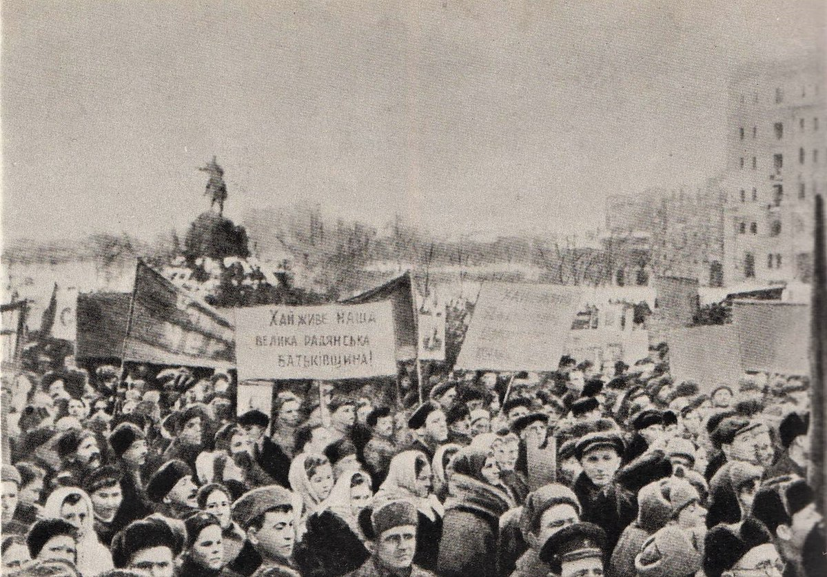 Mass Rally in Kiev, March 1944, in celebration of the liberation of the region from the fascist invaders -- Daily LIFT #161  While #Kiev itself was liberated by the Red Army November 6, 1943, fighting in the region around it continued into 1944. #History  https://theleftchapter.blogspot.com/2020/03/mass-rally-in-kiev-march-1944-daily.html …pic.twitter.com/C4MuPG8vgZ