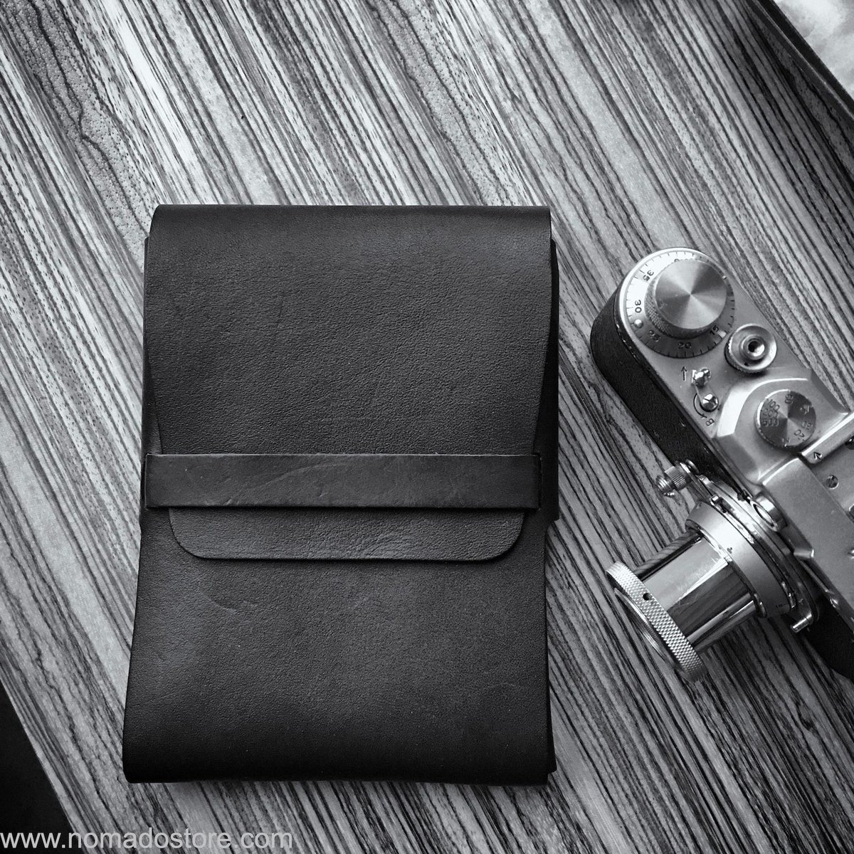 Took a minute this PM to admire the clean lines & textures of my #urukustxnomadostore Small Organizer.    #madeinjapan #fountainpenaddict #wallet #leathercraft #craftsmanship #handmade #wanderlust #edc #madeinyokohama  #conceptstore #nomadostore @urukust #urukust #collabpic.twitter.com/0F1sBxBNz4