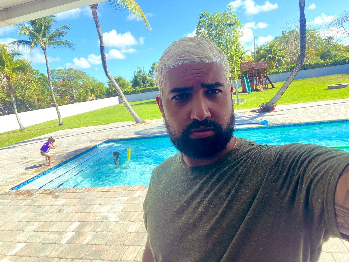 Quarantine day 12. Bleaching my hair 💀🤷🏼♂️