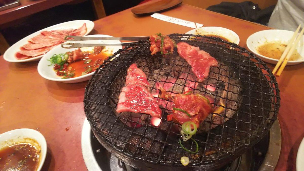 浅草の本とさやで焼肉 人気店だけあって、町は静かでも店は賑わってました。 どうしたって食べ過ぎます(^_^;) うますぎて #浅草 #焼肉 #本とさやpic.twitter.com/dMHFVE7YYe