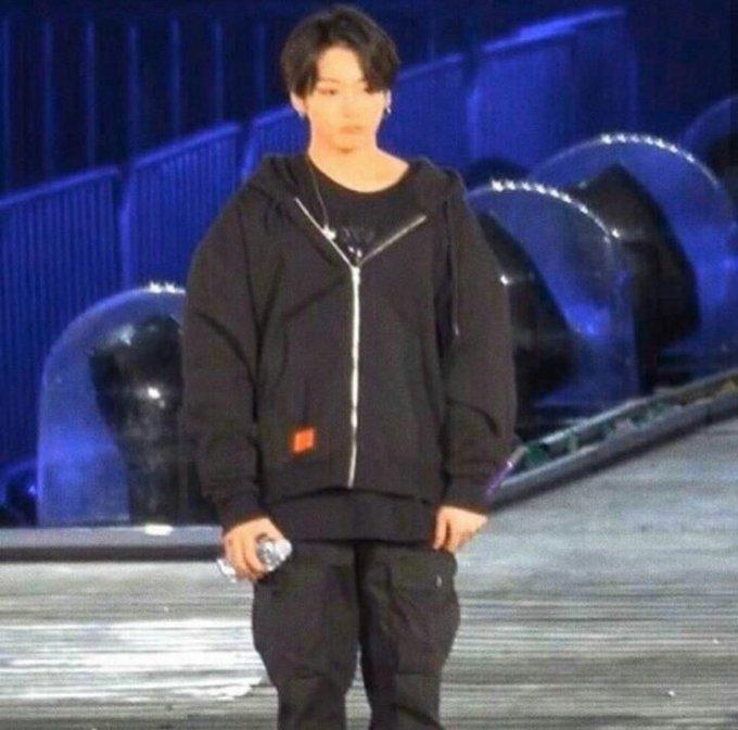 """의 미디어: RT @ttaehystar: eu vejo essas fotos e só penso no jk falando assim pro namjoon """"hyung, eu fiz xixi"""""""