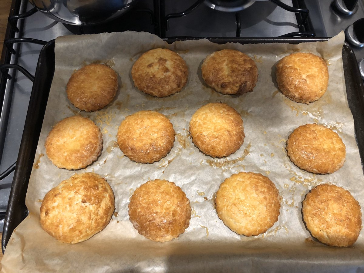 Today I brought shame on my ancestors with these bad boys. I'm a Northern Irishwumman who can't make scones…<br>http://pic.twitter.com/jM5aXf0oX8