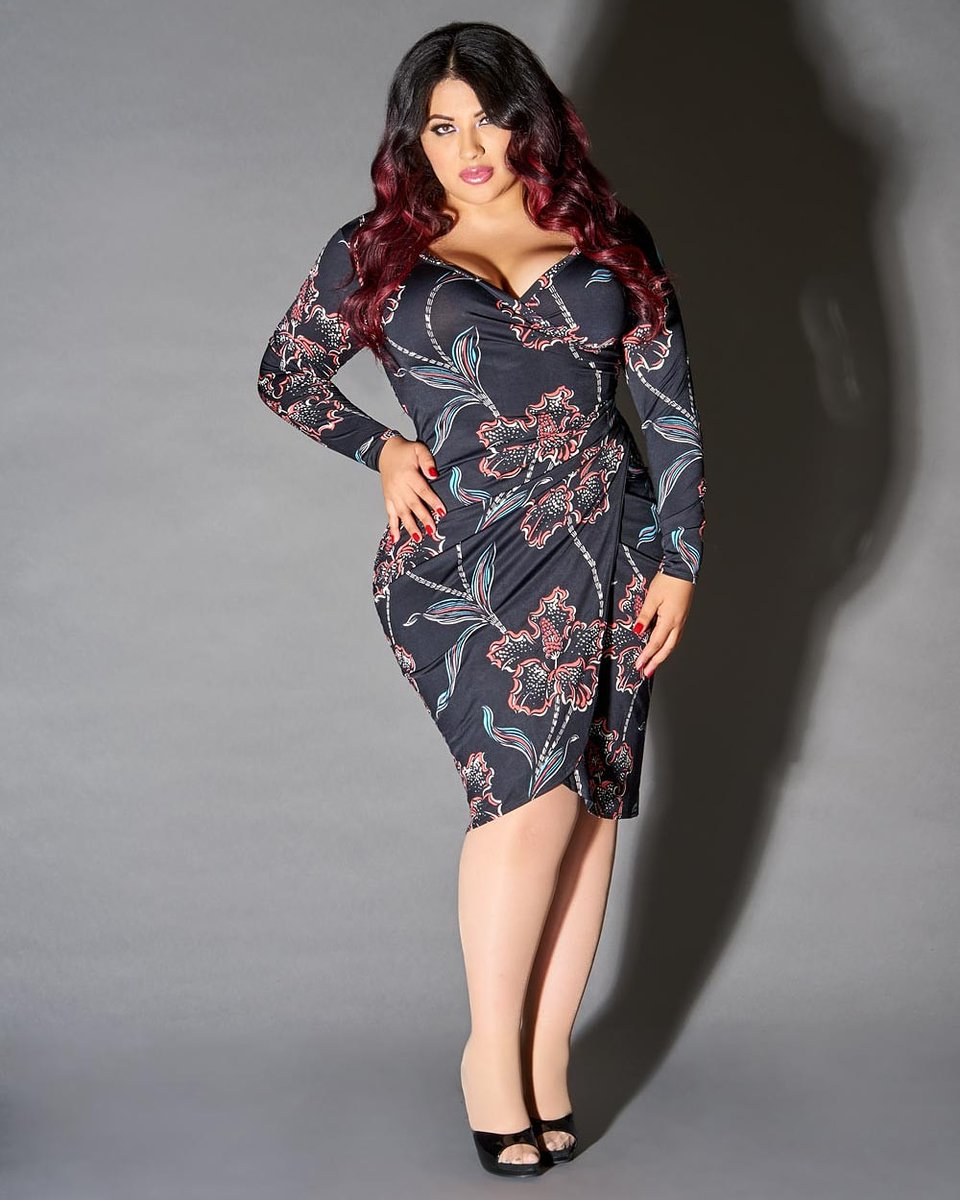 My sis @PamelaS7200 is doing an educational review on helping families, how to save your 401k, and various financial planning advice for free at 6pm PT Today! Go to https://zoom.us/j/9831455010  #pinup #pinupgirl #latina #entrepreneur #bossbabe pic.twitter.com/cV6ZMjS13X