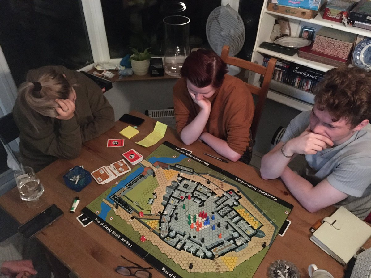 We're playing Escape from Colditz! I'm playing as the Germans #boardgaming pic.twitter.com/phf6yR75ji