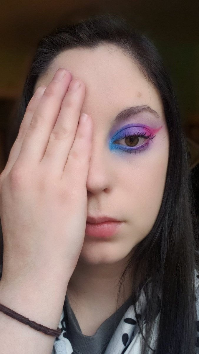 I DID NOT USE any purple shades (aside from a touch of lavender from #BloodLust, above and below the eye.) Shades Trisha and The Simulation make the most gorgeous purple shimmer! New fav discovery! #ConspiracyPalette #minicontroversypalette #shanedawson #jeffreestar #makeup