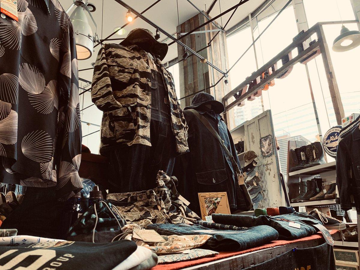 ジャンキースペシャル本日も21時まで営業しています! #junkyspecial #ジャンキースペシャル #shinjuku #新宿 #kabukicho #歌舞伎町 #fashion #ファッション #amecaji #アメカジpic.twitter.com/pZSczfQioj