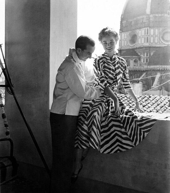 ∎  ©Emilio Pucci with a model at the Palazzo Pucci, Florence.  Emilio Pucci, marquis di Barsento (Naples, Italy 1914–1992) born to one of Florence's oldest families, became a fashion phenomenon in the 1950s with a trailblazing vision that continues to../...  #EmilioPucci #Italia pic.twitter.com/4tC8J7U7SM