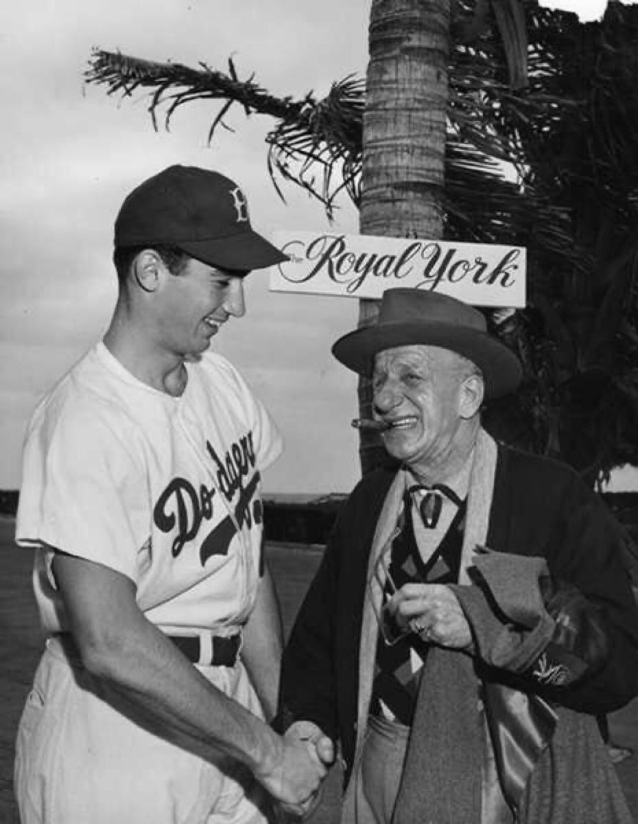 """Old Days""Brooklyn Dodger Rookie Sandy Koufax meets with Legendary Entertainer Jimmy Durante during 1955 Spring Training.#Dodgers #Brooklyn #Hollywood #1950s #SpringTrainingpic.twitter.com/0kmNEfVdET"
