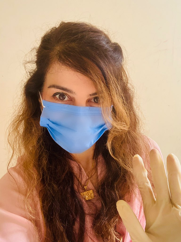 #Masks4All  #MasksForAll  Masks, gloves, social distancing, hand washing, sensitisers... and eating immune boosting foods is all it takes to remain safe from #CoronaVirus https://t.co/2Tnqinogvd