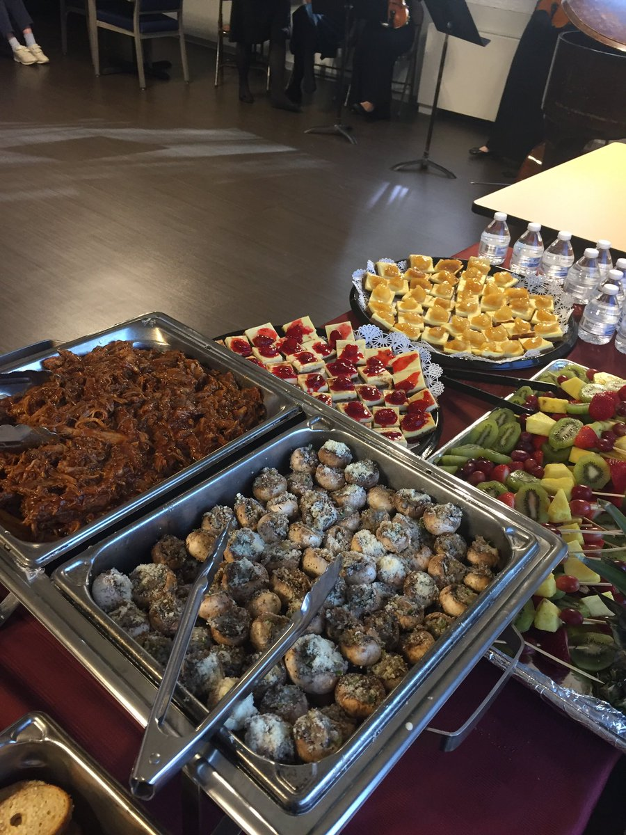 My last catering event for Pavillion Rehab center. I miss not social distancing. #nutritionist #food #WhenCoronaVirusIsOverpic.twitter.com/wUIXKbCQSx