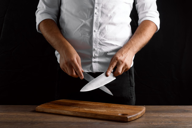 Every cook have skills to sharpen their knives and maintain their blades but with #best #knife #sharpener it is easy to do, here are the top 5 best knife sharpeners for your #kitchen check here:  #stainlesssteel #kitchenware #Cooking #chef #sharp #culinary
