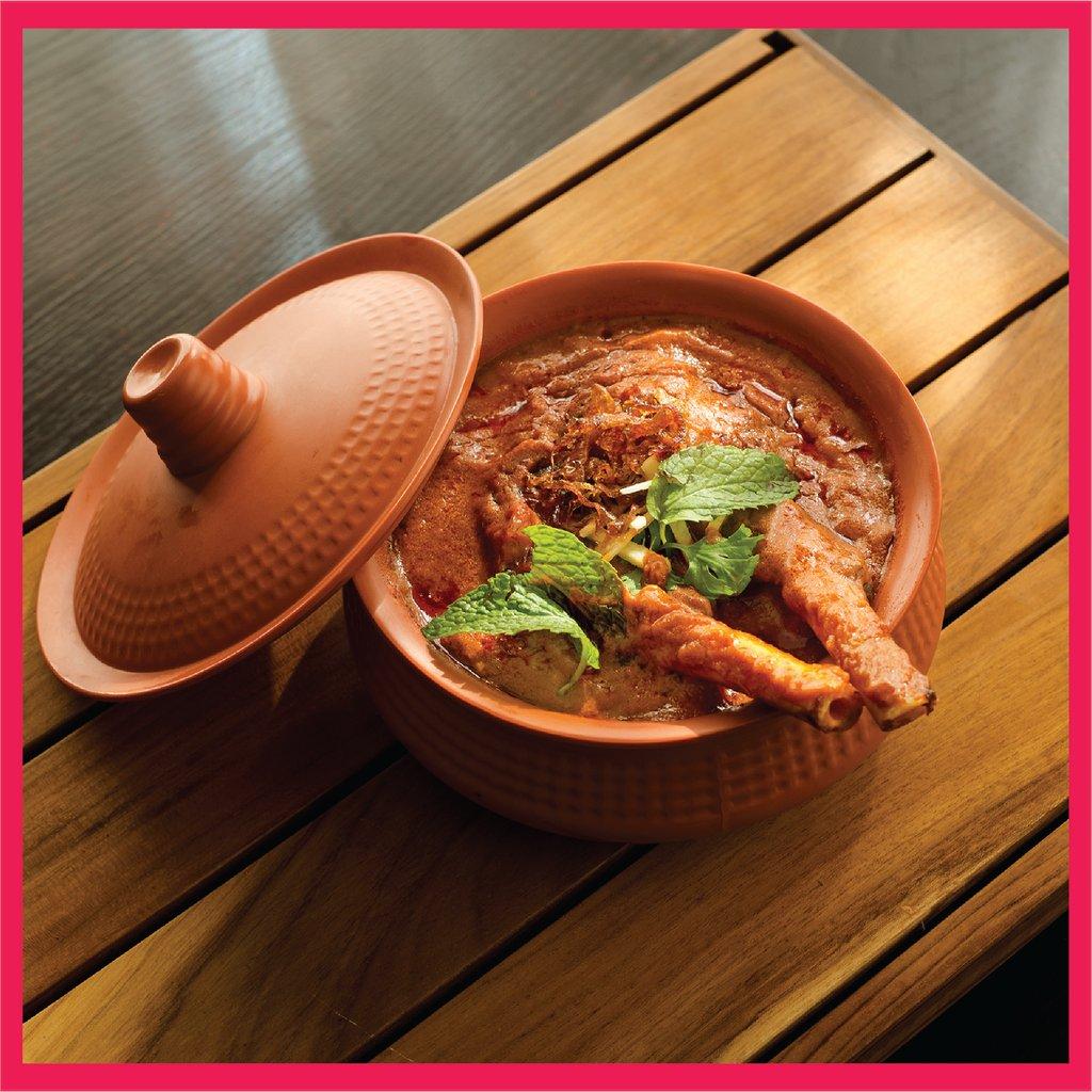 Nalli Nihari – Curry made from slow-cooked mutton shank  نالي نيهاري - وجبة الكاري المعدّ من عرقوب لحم الضأن المطهو ببطء   #CaesarsUAE  #IndianCuisine #IndianFood #muttoncurry #ZomatoUAE #Fooddelivery #onlineorder  #قيصر_الإمارات #كاري #لحم #ضأن #أكل_هندي